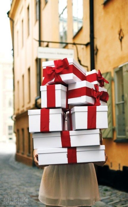 GIFTS-PRESENTS-SALES